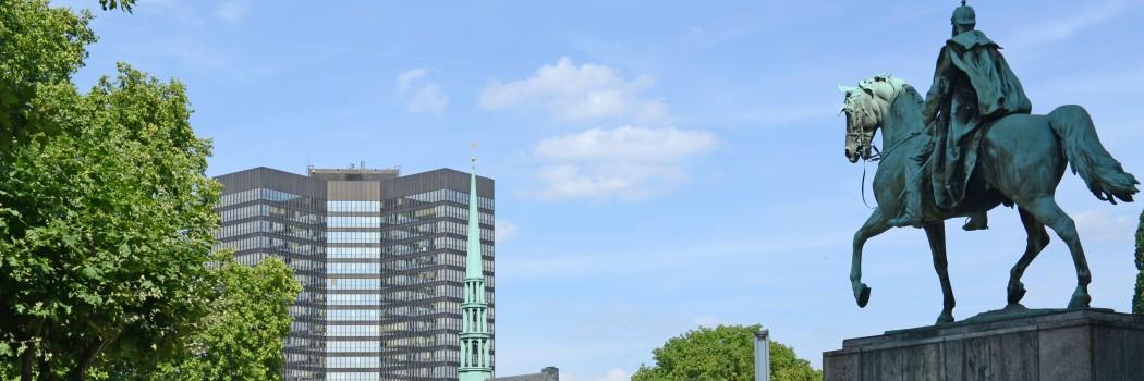Foto: Blick auf die Münsterkirche und das Rathaus