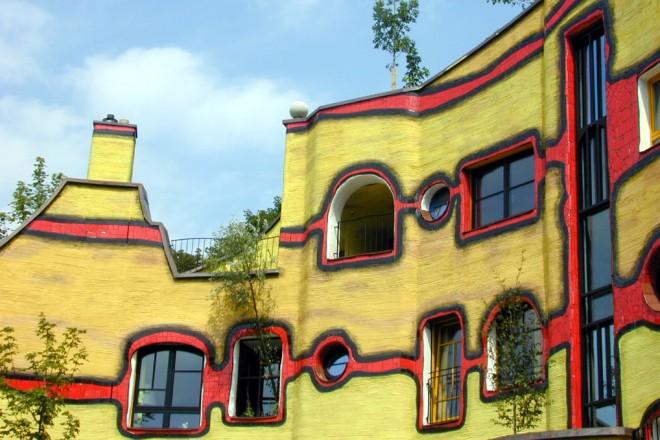 Hundertwasserhaus im Grugapark, Fenster im Innenhof