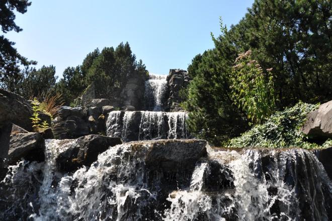 Wasserfall im Alpinum