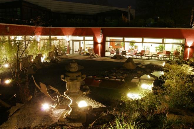 Saunagarten bei Nacht